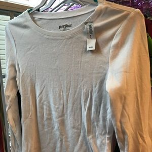 BNWT Old Navy Perfect LS Tee in White. Size Medium